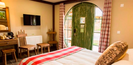 Alton-Towers-Resort-Enchanted-Village-Wood-hab1-Enchanted-Village-Woodland-Lodges