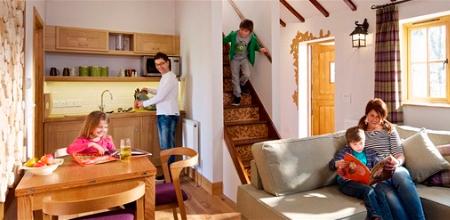 Alton-Towers-Resort-Enchanted-Village-Wood-hab2-Enchanted-Village-treehouse
